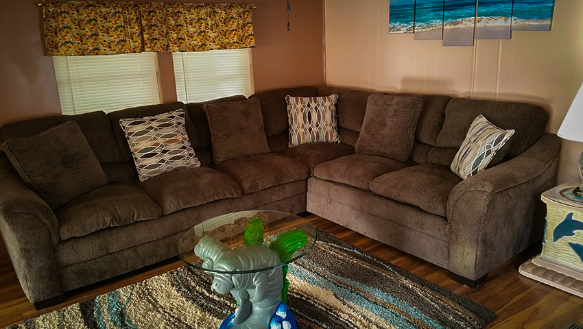850-bungalow-living-room-sectional