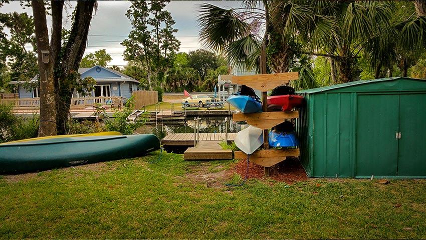 850-cabin-kayaks-canoe-dock