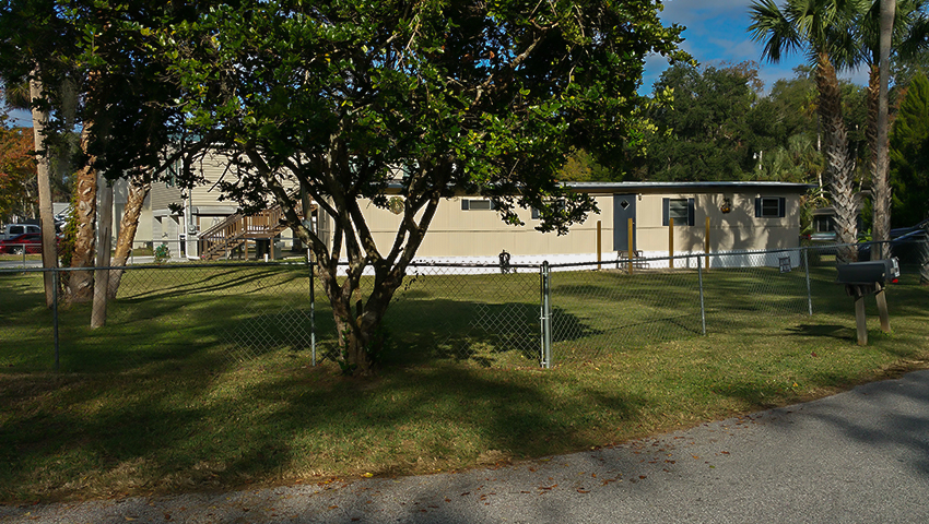 850-waverly-fenced-yard
